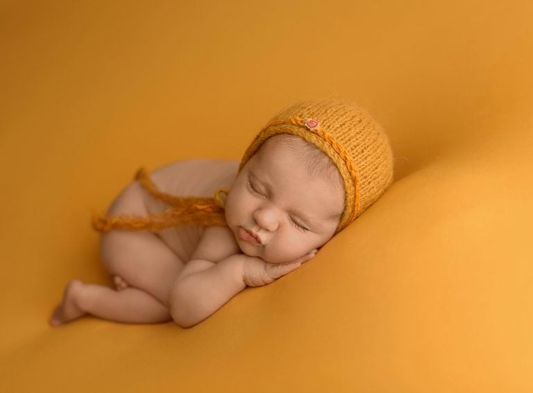 Fotos Recien Nacido Puff Gorrito Amarillo Newborn Carmen Elepe Fotografia Murcia